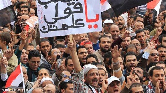 Proteste von Tahrir-Revolutionären gegen den Obersten Militärrat; Foto: dpa/picture alliance