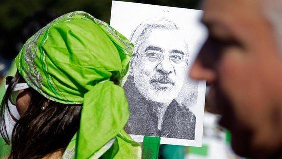 Anhängerin des iranischen Reformpolitikers Mir Hussein Mussawis in Teheran; Foto: AP
