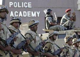 Einheiten der ägyptischen Armee vor der Militärakademie in Kairo; Foto: AP