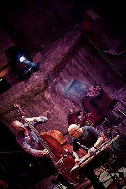 Das Trio bei einem gemeinsamen Konzert mit dem französischen Musiker Guillaume Robert; Foto: PR