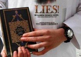 Lies den Koran - Salafisten agitieren in Bonn; Foto: dapd