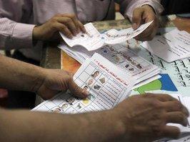Stimmauszählung in einem Wahllokal in Ägypten; Foto: dpa