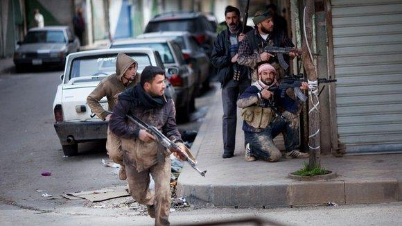Syrische Rebellen in Idlib; Foto: dapd