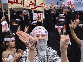 Women on a demonstration against Assad in Idlib, September 2011 (photo: dapd)