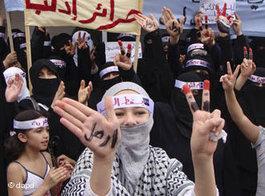 Frauen auf einer Demonstration gegen Assad in Idlib im September 2011; Foto: dapd