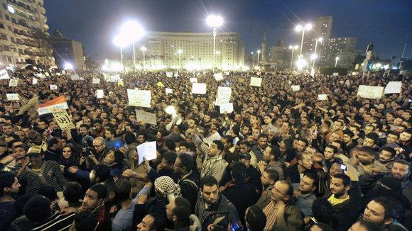 Proteste auf dem Tahrirplatz in Kairo nach Verkündung des Urteils im Mubarak-Prozess; Foto: dpa