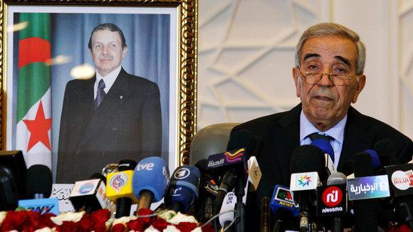 Algeriens Innenminister Daho Ould Kablia verkündet den abermaligen Wahlsieg Präsident Bouteflikas im Mai 2012; Foto: Reuters