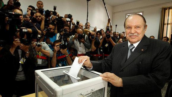 Algeriens Präsident Bouteflika bei der Stimmabgabe in Algier am 10. Mai 2012; Foto: Reuters
