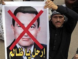 Protester holding a poster against Mubarak in Cairo (photo: AP)
