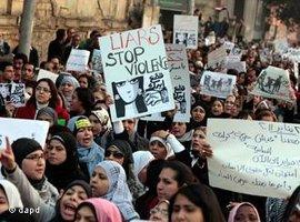 Frauenaktivistinnen demonstrieren während des Aufstandes gegen Mubarak in Kairo; Foto: dapd