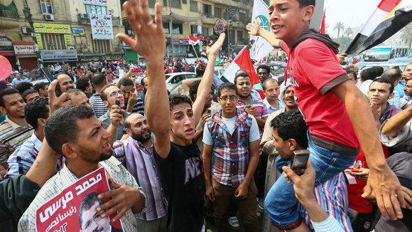 Anhänger Mursis auf dem Tahrir-Platz am 18. Juni 2012; Foto: picture-alliance/dpa