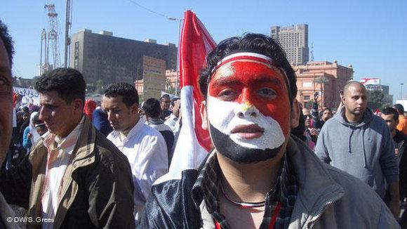 Demonstranten auf dem Tahrir-Platz in Kairo; Foto: Samir Grees/DW