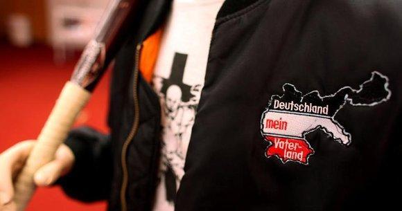 Bekleidung mit rechtsextremer Symbolik; Foto: picture-alliance/dpa