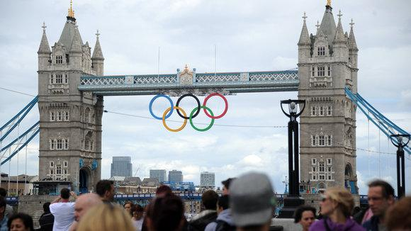 Die Olympischen Ringe an der Tower Bridge in London; Foto: Alexey Filippov/RIA Novosti