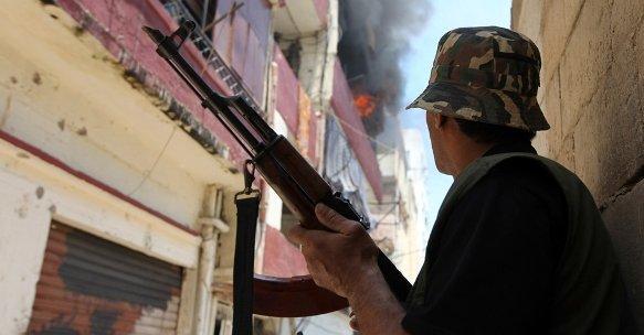 Sunnitischer Kämpfer in Tripoli im Juni 2012; Foto: dapd