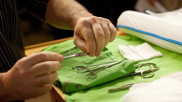 Instrumente für eine Beschneidung; Foto: picture-alliance/dpa
