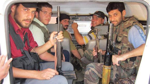 Mitglieder der Freien Syrischen Armee in Homs im Juli 2012; Foto: Reuters