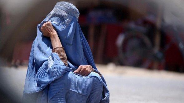 Frau in Burka; Foto: AP