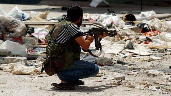 A fighter of the Free Syrian Army in Aleppo (photo: Reuters)