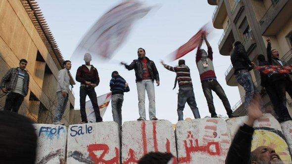 Young demonstrators on Tahrir Square (photo: AP/dapd)