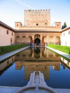 Myrtenhof der Alhambra-Stadtburg in Granada, Spanien; Foto: Jan Zeschky/Wikipedia