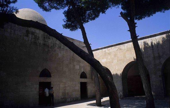 Moschee auf dem Areal der Zitadelle in Aleppo; Foto: Claudia Mende