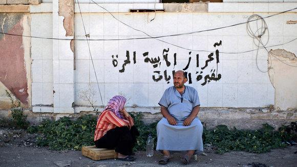 Zivilisten in am Bab Al-Salameh-Grenzübergang in Nordsyrien; Foto: dapd
