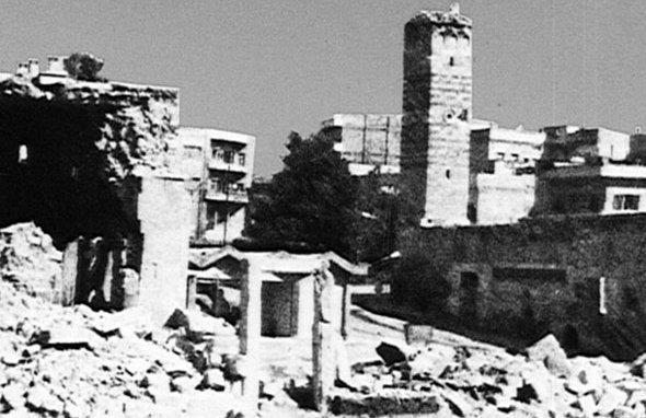 Destruction in the city of Hama in 1982 (photo: Wikipedia)