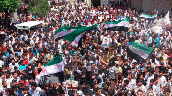 Demonstration by opponents of the Syrian regime in Talbiseh (photo: Reuters)