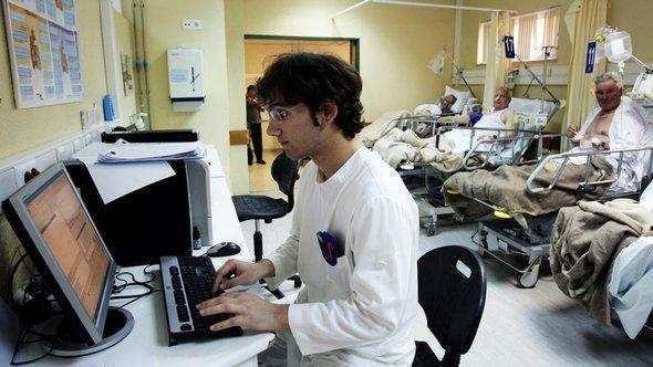 Ausländische Fachkraft in einem Krankenhaus, Foto: picture-alliance/dpa