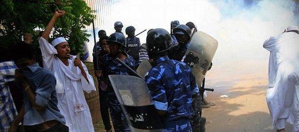 Demonstration vor der deutschen Botschaft in Khartum; Foto: Getty Images/AFP