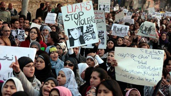 Women in Cairo demonstrating against police violence (photo: dapd)