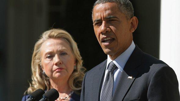Hillary Clintonn und Barack Obama während einer Pressekonferenz amm Weißen Haus; Foto: Getty Images