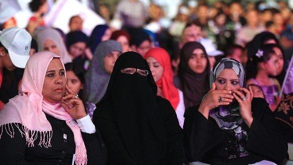 Anhängerinnen der islamistischen Partei Al-Watan in Tripolis; Foto: dpa