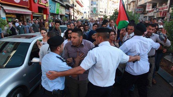 Proteste in Ramallah in der Westbank; Foto: dpa/picture-alliance