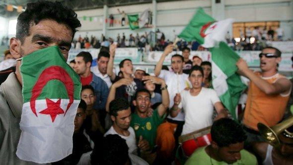 Unterstützer der FLN, Foto: dpa