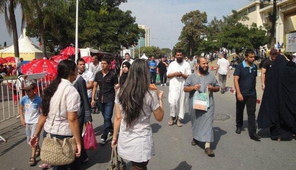 Besucher der Buchmesse Algier 2012; Foto: Martina Sabra