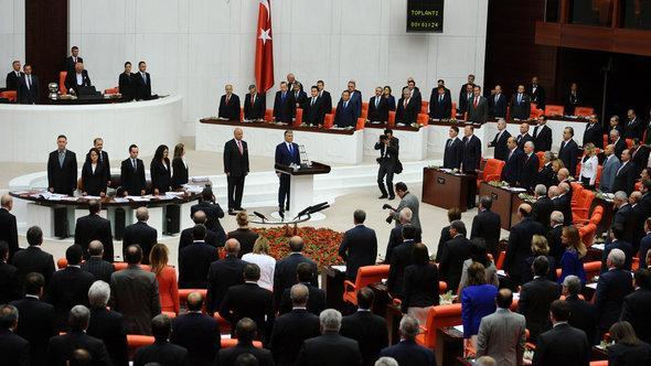 Abstimmung im türkischen Parlament in Ankara über möglichen Militäreinsatz in Syrien; Foto: dapd