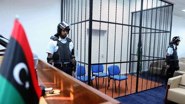 Gerichtssaal in Tripolis; Foto: dpa