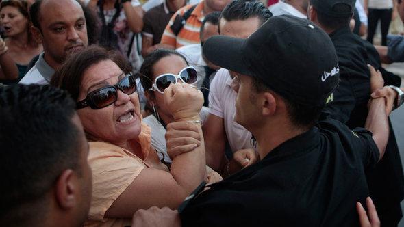 Demonstration im Zuge der Debatte um die Vergewaltigung einer jungen Frau durch von zwei Polizisten; Foto: Reuters/Zoubeir Souissi