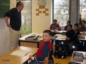 Bernd Ridwan Bauknecht unterrichtet an der Domhofschule in Bonn-Mehlem; Foto: DW