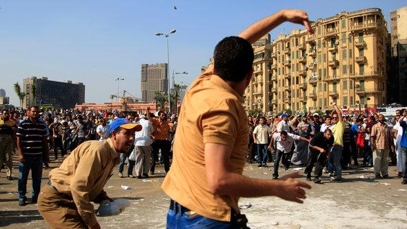 Unterstützer und Gegner von Präsident Mursi auf dem Tahrir Platz in Kairo, Oktober 2012; Foto: AP/dapd