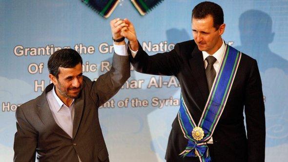 Baschar al-Assad und Mahmud Ahmadinejad; Foto: AP/dapd