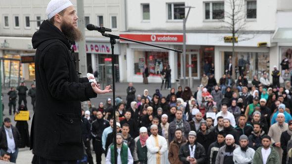 Demonstration von Salafisten in Mönchen-Galdbach; Foto: Jürgen Schwarz/dapd