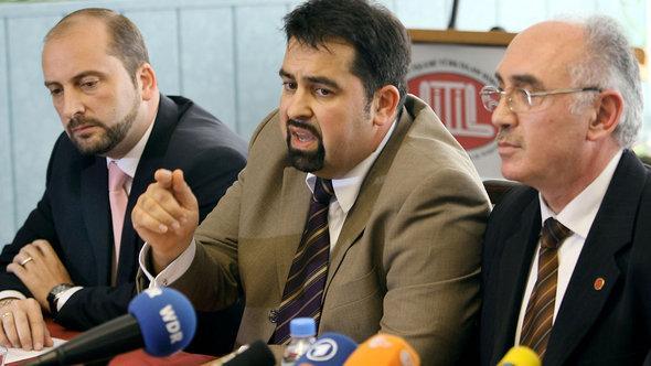 Oguz Ücüncü von der IGMG, Aiman Mazyek vom Zentralrat der Muslime und Ridvan Cakir, ehemaliger Vorsitzender der DITIB; Foto: Oliver Berg/dpa