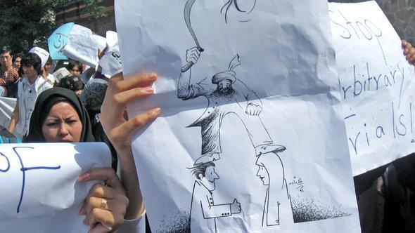 Demonstration gegen Männergewalt in Kabul; Foto: DW