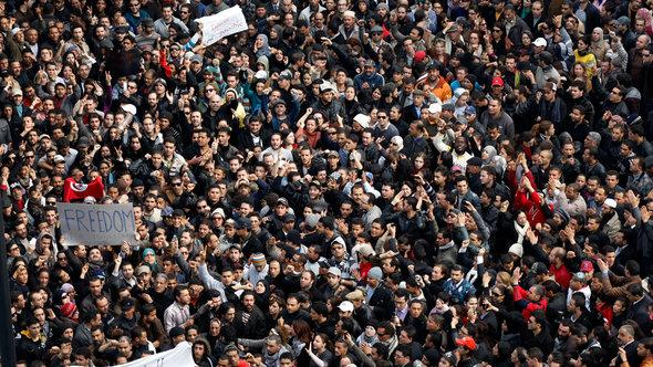 Proteste gegen Machthaber Ben Ali im Januar 2011; Foto: AP Photo/Christophe Ena