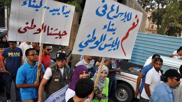 Demonstration gegen bewaffnete Milizen in Bengasi; Foto: DW