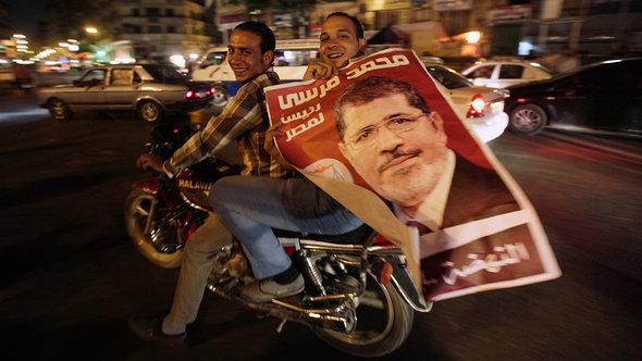 Anhänger Mohammed Mursis in Kairo; Foto: Reuters