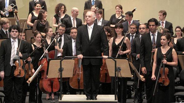 Daniel Barenboim und das West-Eastern-Divan Orchester; Foto: EPA/Juan Ferreras